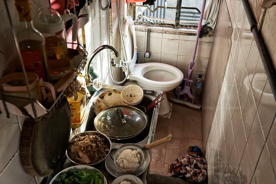 A kitchen-toilet complex in a cage home