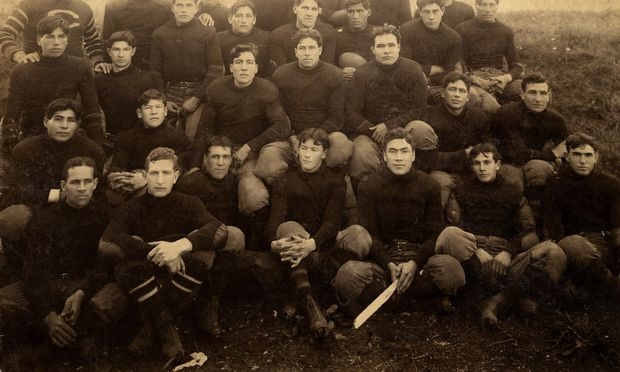 Carlisle Indian School Football Team 1907, entire squad. ( Cumberland County Historical Society, Carlisle, PA (may not be used or copied without permission from the CCHS) )