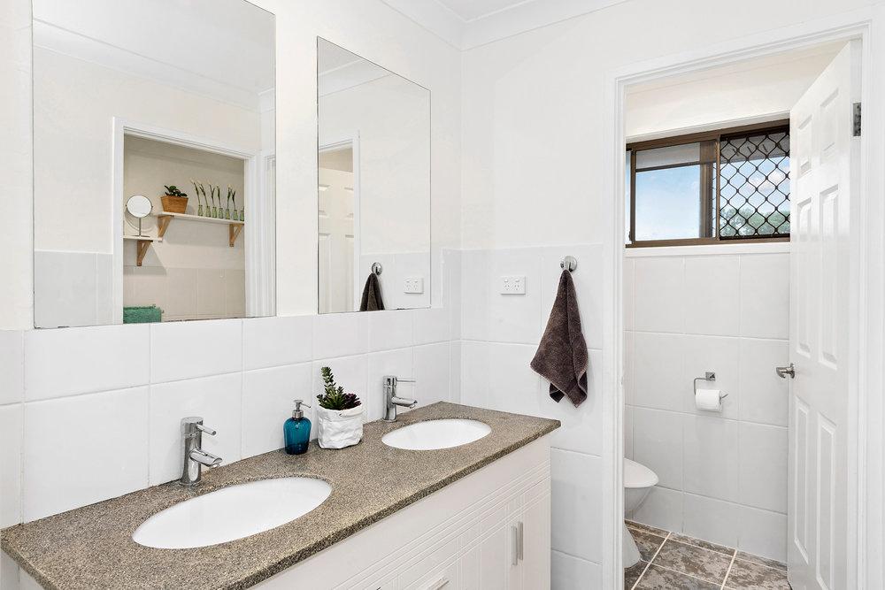 9-Bathroom-web.jpg