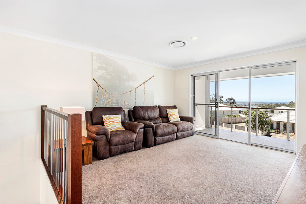10-Living Room.jpg