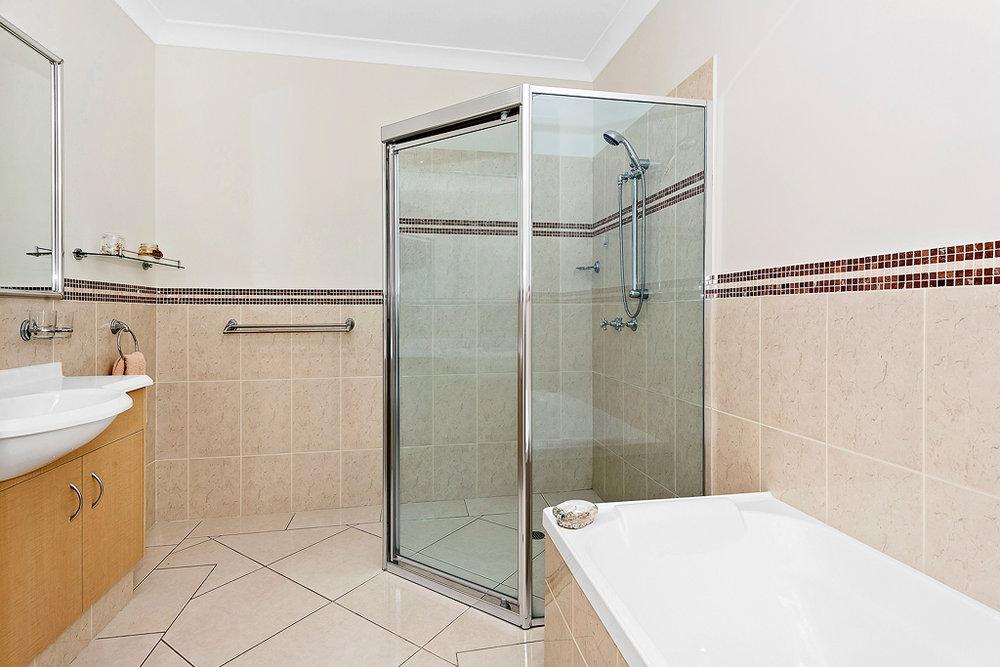 6-Bathroom.jpg