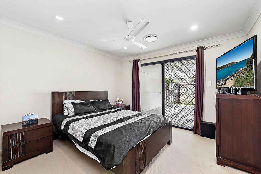 11-Bedroom.jpg
