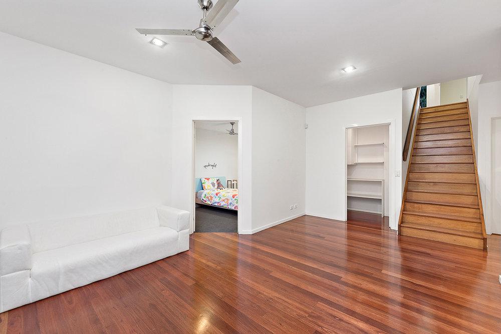 10-Hallway.jpg
