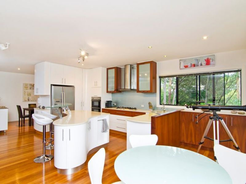 2-Sanctuary-Crest-Drive-Currumbin-Schmith-Realty-2.jpeg
