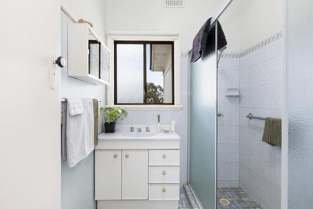 5-Bathroom.jpg