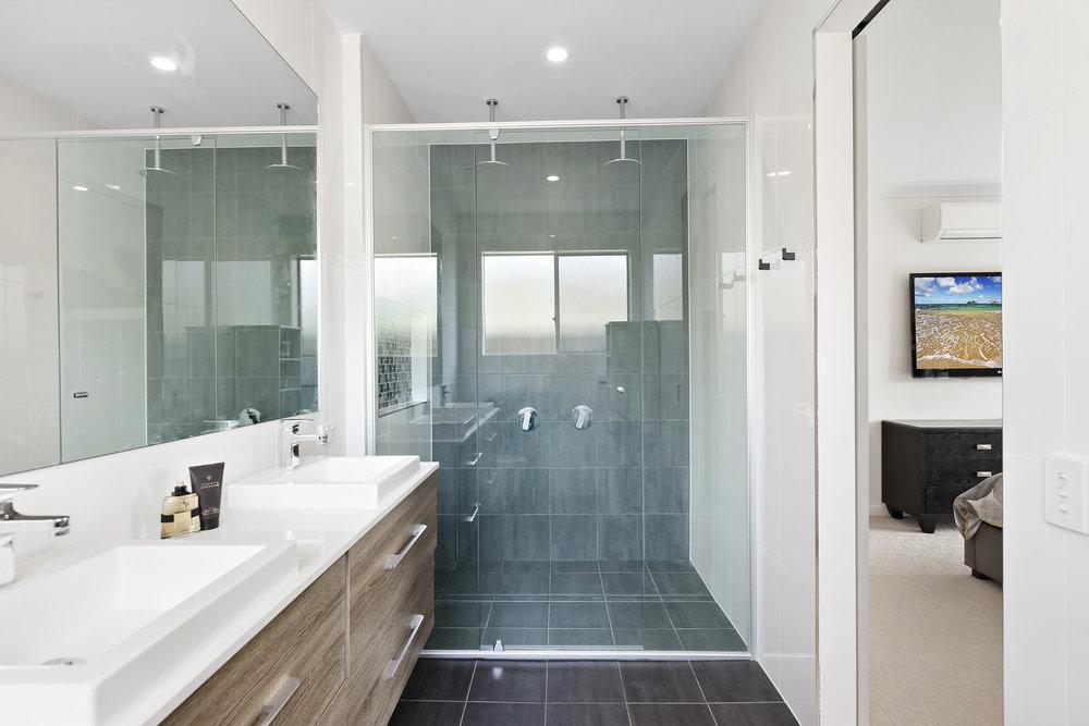 10-Bathroom.jpg