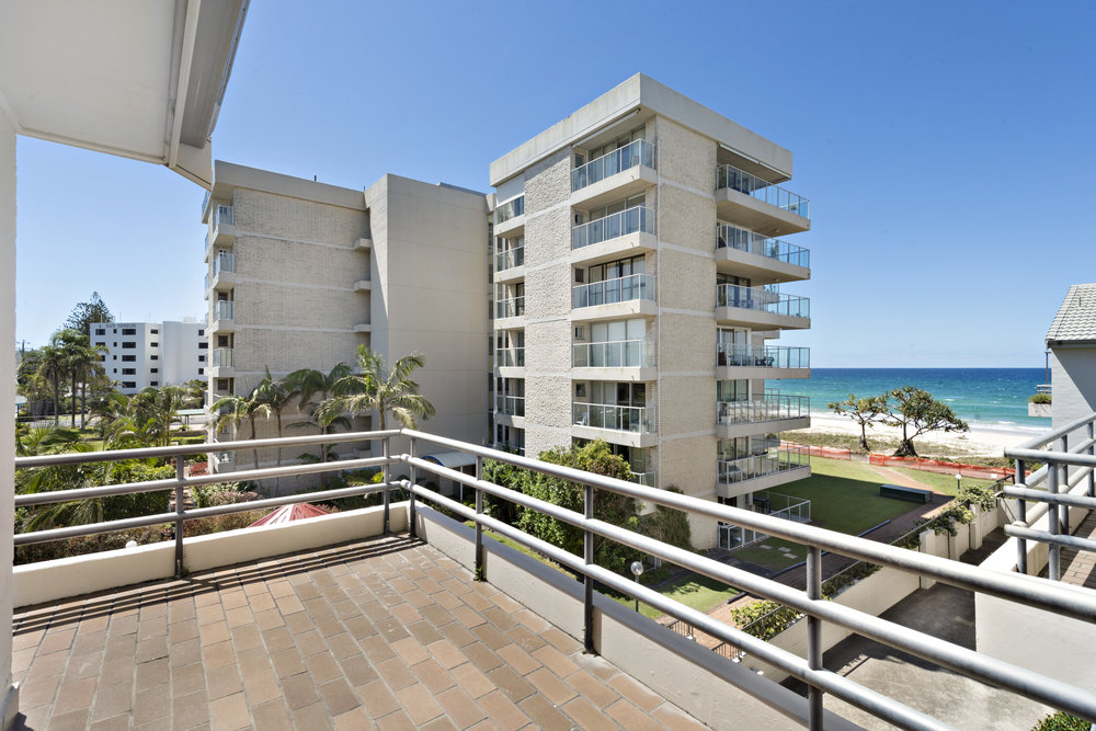 3-Balcony.jpg