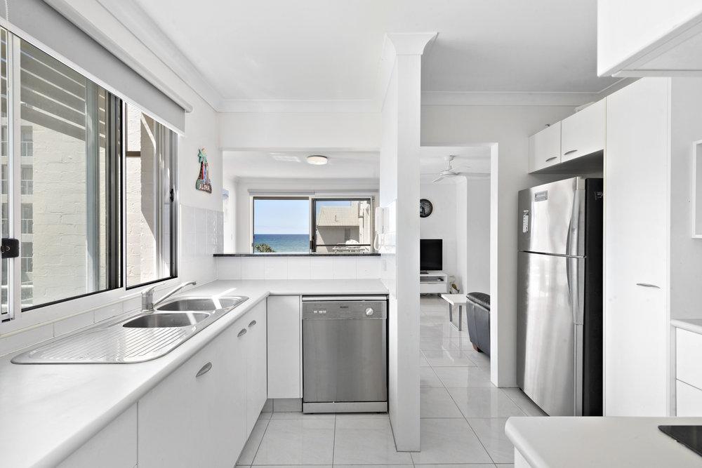 5-Kitchen.jpg