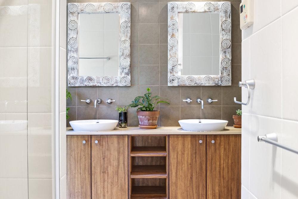 9-Bathroom.jpg