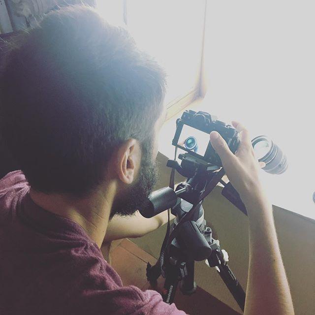 On s'amuse bien avec @arnaudteicher avec notre studio photo DIY. #startup