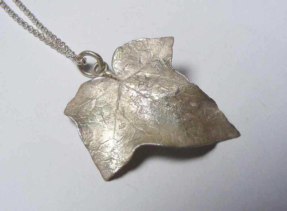 Pendants nic bladen ivy leaf pendant nbp041g mozeypictures Image collections