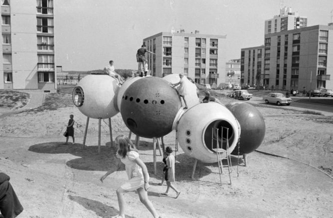 Group Ludic's spheres on stilts at Hérouville-Saint- Clair, France, 1969. Image ©: – Xavier de la Salle