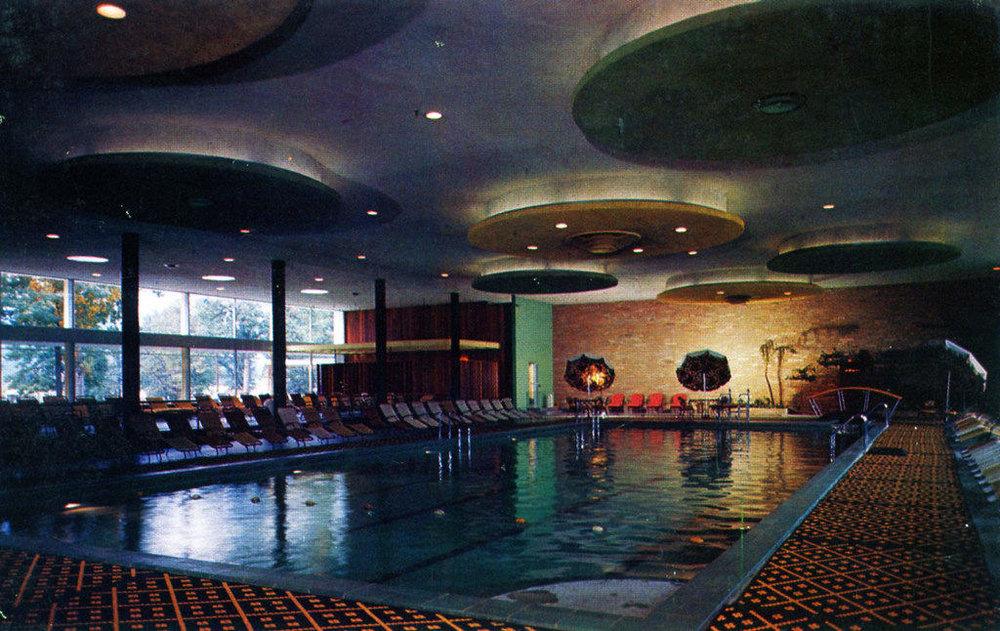 nevele-grand-waikiki-pool.jpg