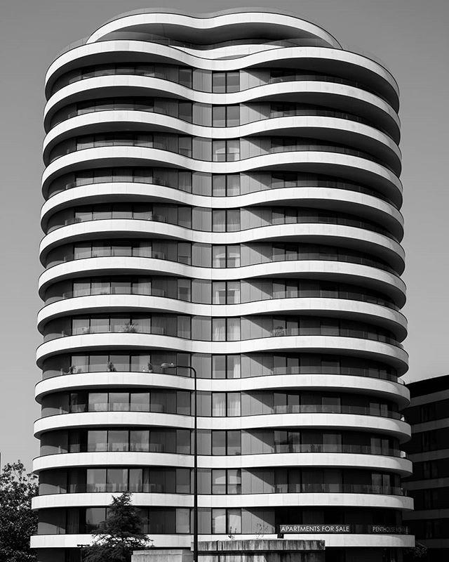 curvaceous commodity  #blackandwhite #blackandwhitephotography #blackandwhitephoto #bnw #monochrome #monochromatic #architecture #archidaily #architecturelovers #architecturephotography #archdaily #archilovers #architektur #ig_architecture #bw #modernarchitecture #londonarchitecture #londonbuildings #britisharchitecture #buildinglover #buildinglovers #buildingporn #battersea #apartments #highrise #london #igerslondon #londoncity #arquitecturamoderna #arquitectura