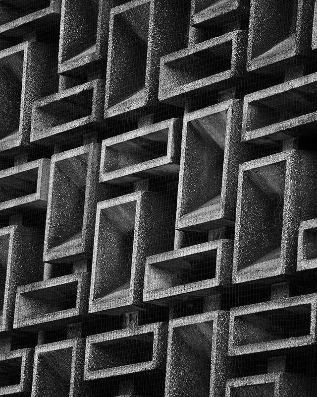 stacked solid  #blackandwhite #blackandwhitephotography #blackandwhitephoto #bnw #monochrome #brutalism #brutalist #brutalistarchitecture #brutal_architecture #betonbrut #concrete #concretelove #architecture #archidaily #architecturelovers #architecturephotography #archdaily #archilovers #architektur #ig_architecture #bw #modernarchitecture #modernistarchitecture #londonarchitecture #londonbuildings #britisharchitecture #squares #rectangles #concreteporn #concretejungle