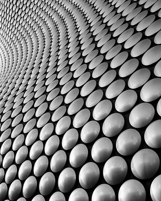 spherical surge  #blackandwhite #blackandwhitephotography #blackandwhitephoto #bnw #mono #architecture #archidaily #architecturelovers #architecturephotography #archdaily #archilovers #architektur #ig_architecture #bw #modernarchitecture #buildinglovers #buildinglover #buildingporn #britisharchitecture #lookingup_architecture #lookingup #birmingham #igersbirmingham #bullring #selfridges #circles #contrast #arquitectura #arquitecturamoderna #architexture