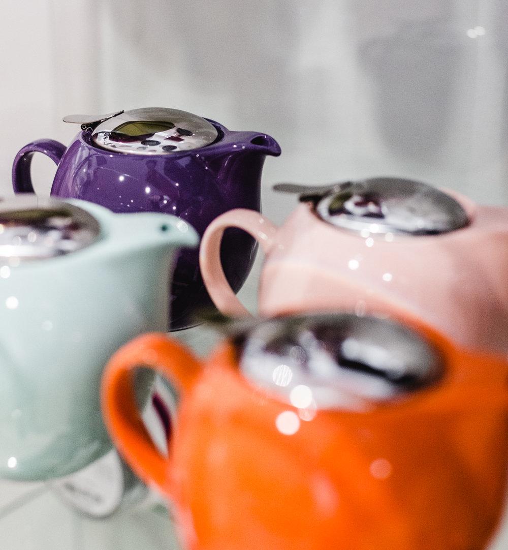 Bunte Teekannen VOn Zero japan (Made in Japan)    IN DER BOUTIQUE 8. AUF ANFRAGE ERHÄLTLICH
