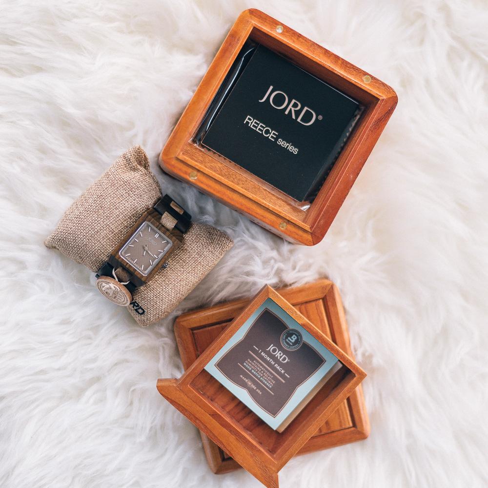 "<!-- JORD WOOD WATCHES WIDGET START -->  <a id=""woodwatches_com_widget"" ishidden=""1"" title=""Wooden Wristwatch"">Wooden Wristwatch</a>  <script src=""// www.woodwatches.com/widget-article/jbyjilly "" type=""text/javascript""></script>  <!-- JORD WOOD WATCHES WIDGET END -->"