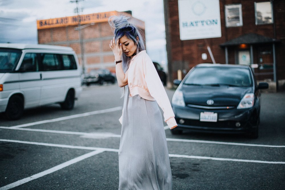ZARA Silver Maxi Slip Dress_Missguided Black Choker_Revolve White Tee_JustFab Red Mini Bag_Topknot Hair_Mermaid Hair_Lavender Hair_Aikas Love Closet_Seattle Fashion Style Blogger from Japan_No Weekends Pink Mirrored Sunnies_Zara Pink Bomber Jacket