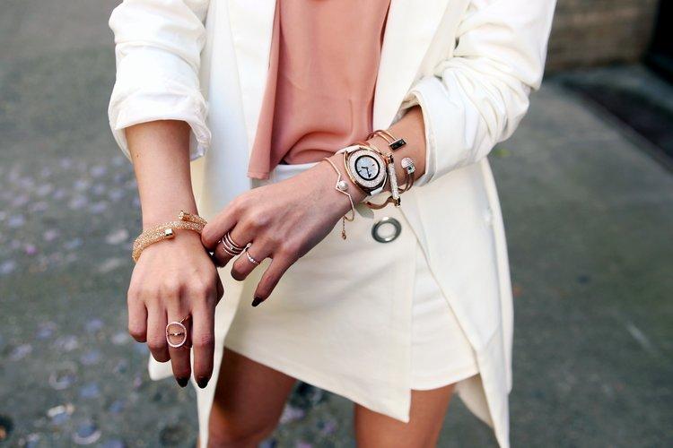 Swarovski Future Bangle Crystalline Oval White Tone Watch Rose Gold Friend  Bangle Edify Bangle Frisson Ring Creativity Coiled Ring Swarovski  Crystaldust ... 03b69ad8e448
