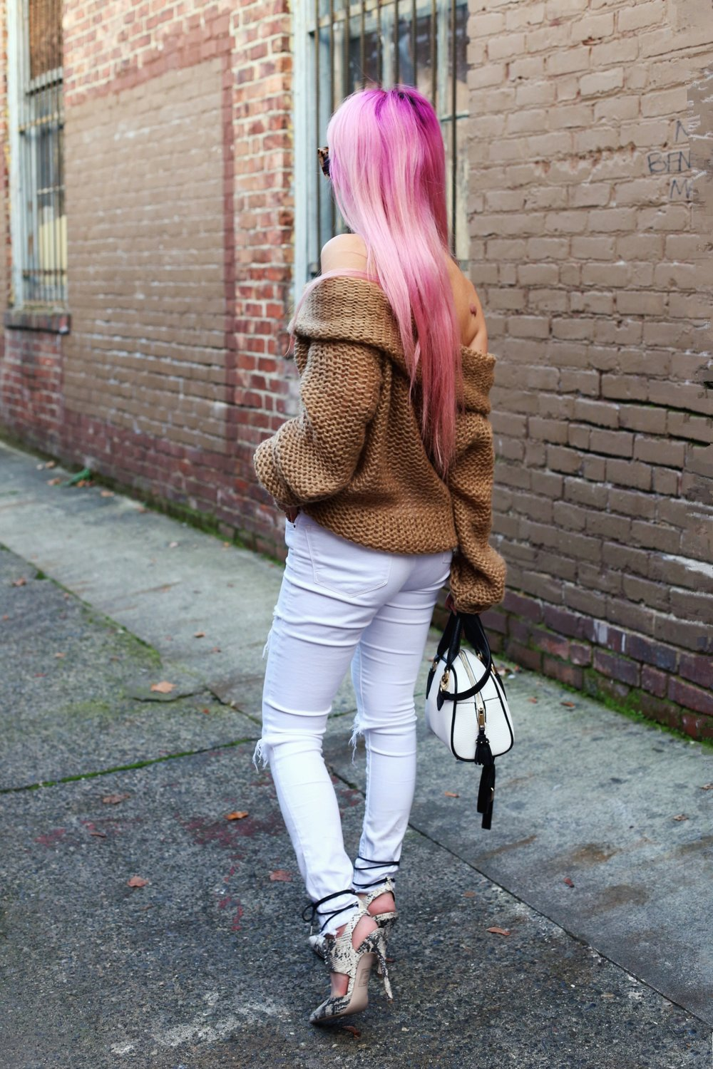 Urban Outfitters Sunglasses_Camel Off The Shoulder Sweater_TOPSHOP white jeans_ZARA Bag_ASOS Snake Skin Heels_Shop Dixi Lace Choker_Aika's Love Closet_Seattle Fashion Blogger_Japanese_Pink Hair_Colored Hair 8