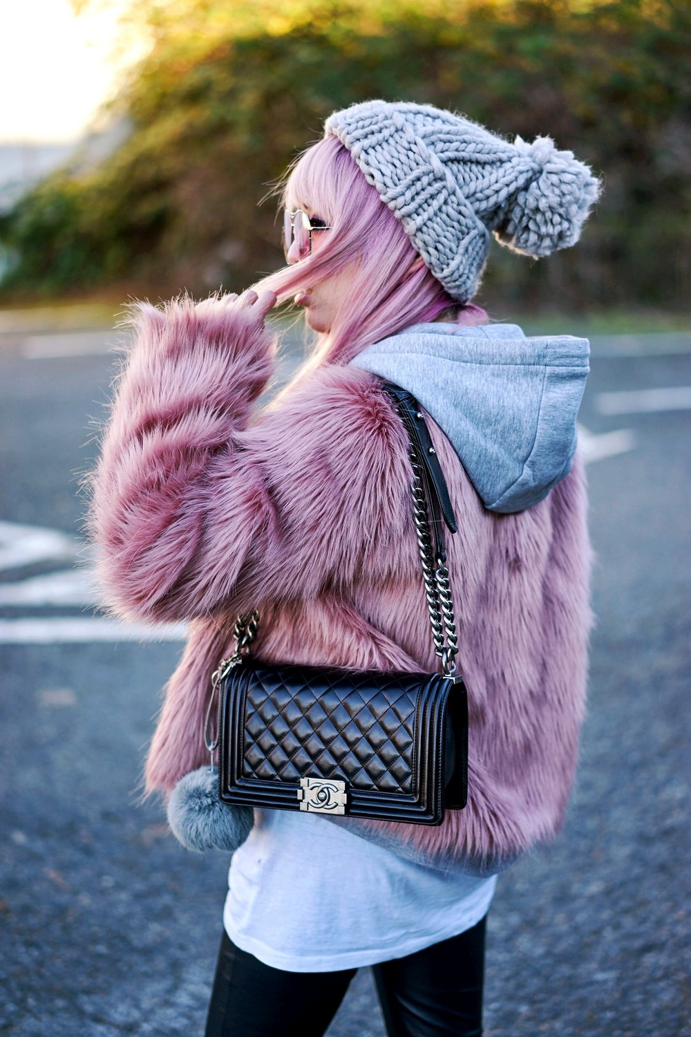 ASOS Beanie-Forever 21 pink Faux Fur coat_H&M cropped hooded Sweatshirt-H&M long t-shirt-H&M Leather Biker Pants-Chanel quilted Boy Bag-Aika's Love Closet-Seattle Fashion Blogger-Japanese-Pink hair-petite fashion