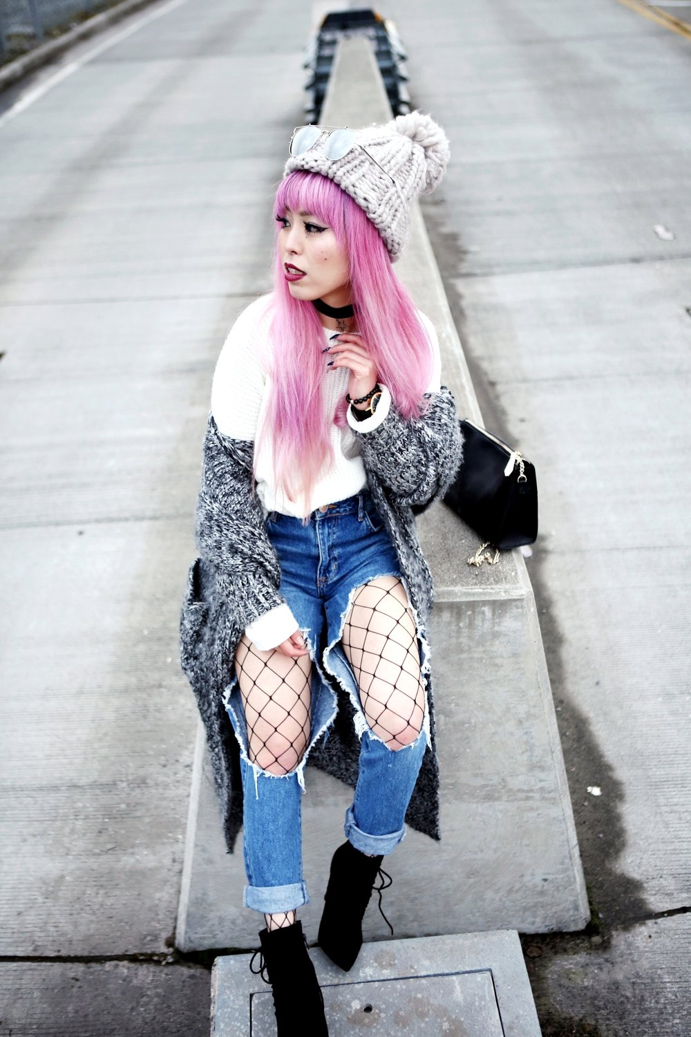 Asos Pom Pom Chunky Beanie_Forever 21 Sweater & Distressed Boyfriend Jeans_ASOS Fishnet Tights_Zara Star Velvet Chocker & Black Lace Up Boots_Gray Chunky Long Cardigan_Free People Mirrored Sunglasses_Pink Hair_Seattle Fashion Style Blogger_Japanese