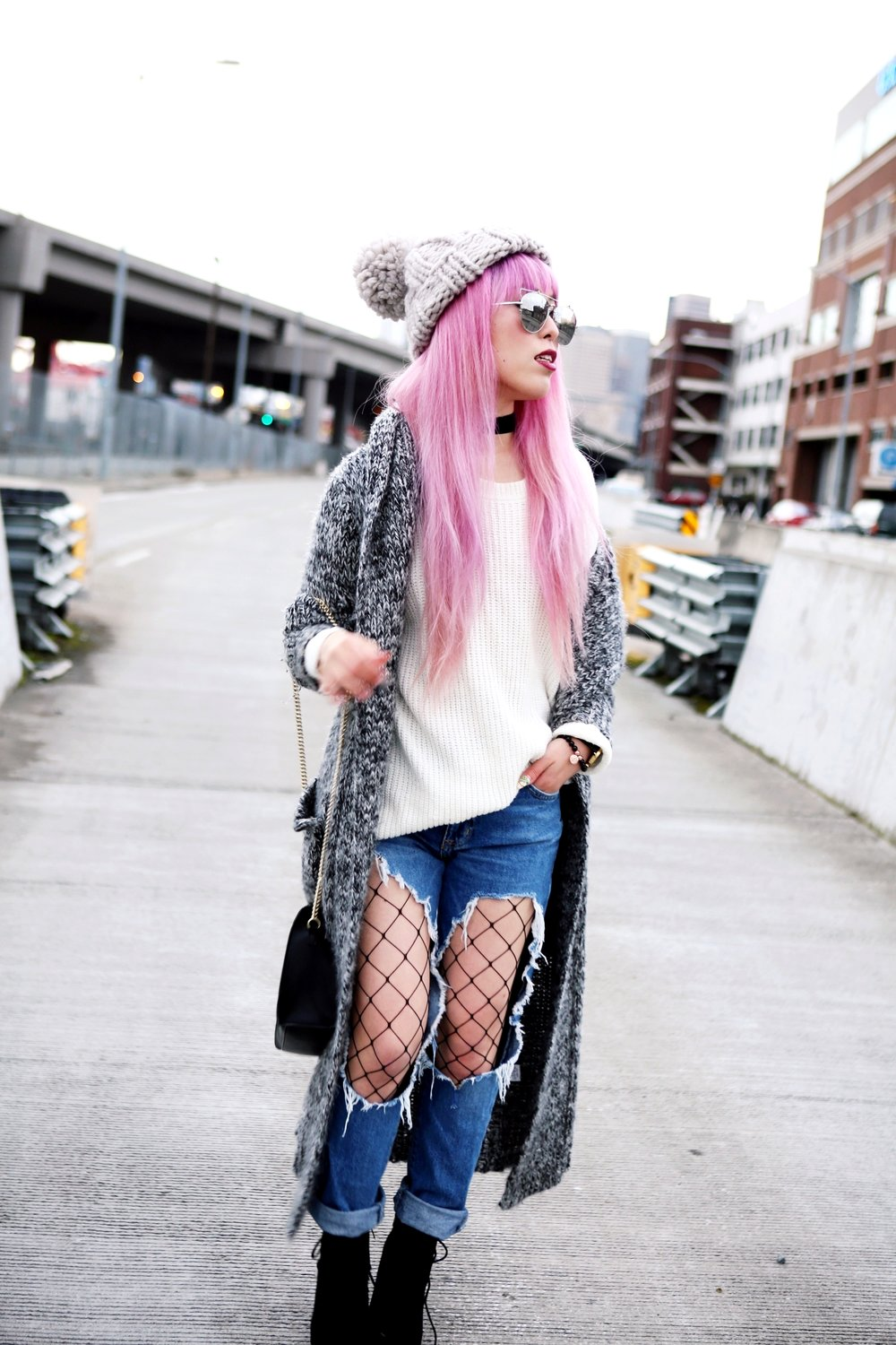 Asos Pom Pom Chunky Beanie_Forever 21 Sweater & Distressed Boyfriend Jeans_ASOS Fishnet Tights_Zara Star Velvet Chocker & Black Lace Up Boots_Gray Chunky Long Cardigan_Free People Mirrored Sunglasses_Pink Hair_Seattle Fashion Style Blogger_Japanese 3
