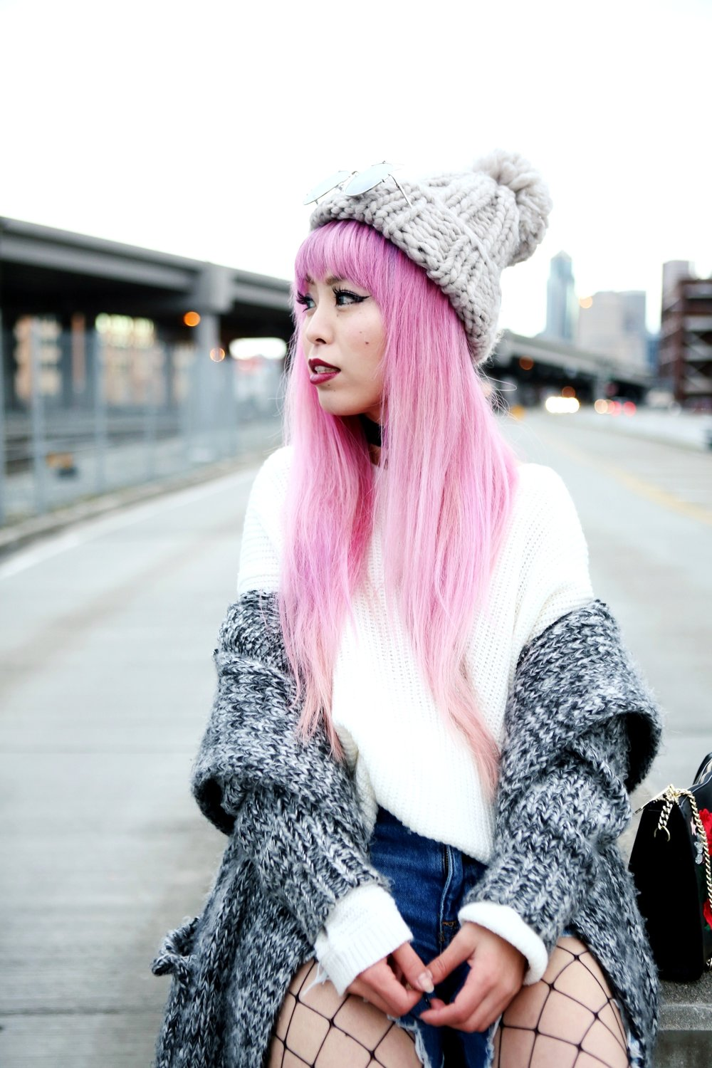 Asos Pom Pom Chunky Beanie_Forever 21 Sweater & Distressed Boyfriend Jeans_ASOS Fishnet Tights_Zara Star Velvet Chocker & Black Lace Up Boots_Gray Chunky Long Cardigan_Free People Mirrored Sunglasses_Pink Hair_Seattle Fashion Style Blogger_Japanese-Aika's Love Closet 6