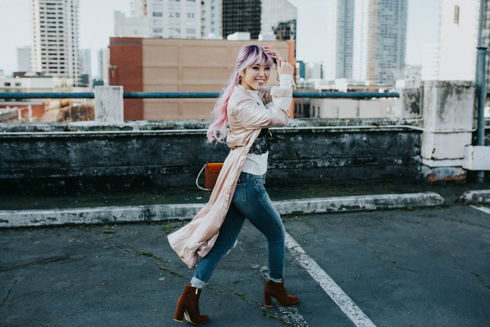 Mango Pink Metallic Trench Coat_ZARA White mock neck top_ZARA lace bralette_J Brand skinny jeans_Chloe Mini Faye Leather Shoulder Bag_Ego Ankle Boots_Free People Aviator Sunglasses_Argento Vivo Earrings_Aikas Love Closet_Seattle Style Fashion Blogger_Japanese_Pink hair 2