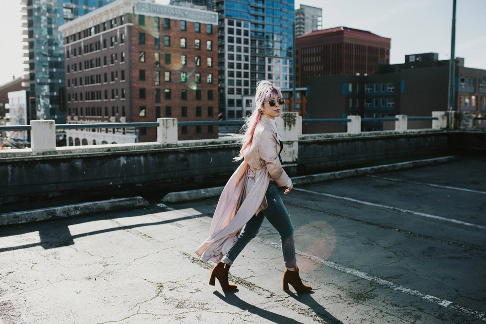 Mango Pink Metallic Trench Coat_ZARA White mock neck top_ZARA lace bralette_J Brand skinny jeans_Chloe Mini Faye Leather Shoulder Bag_Ego Ankle Boots_Free People Aviator Sunglasses_Argento Vivo Earrings_Aikas Love Closet_Seattle Style Fashion Blogger_Japanese_Pink hair 6