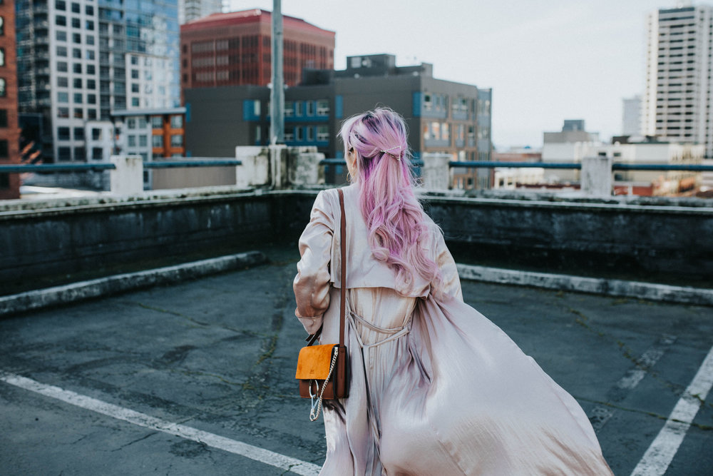 Mango Pink Metallic Trench Coat_ZARA White mock neck top_ZARA lace bralette_J Brand skinny jeans_Chloe Mini Faye Leather Shoulder Bag_Ego Ankle Boots_Free People Aviator Sunglasses_Argento Vivo Earrings_Aikas Love Closet_Seattle Style Fashion Blogger_Japanese_Pink hair 12