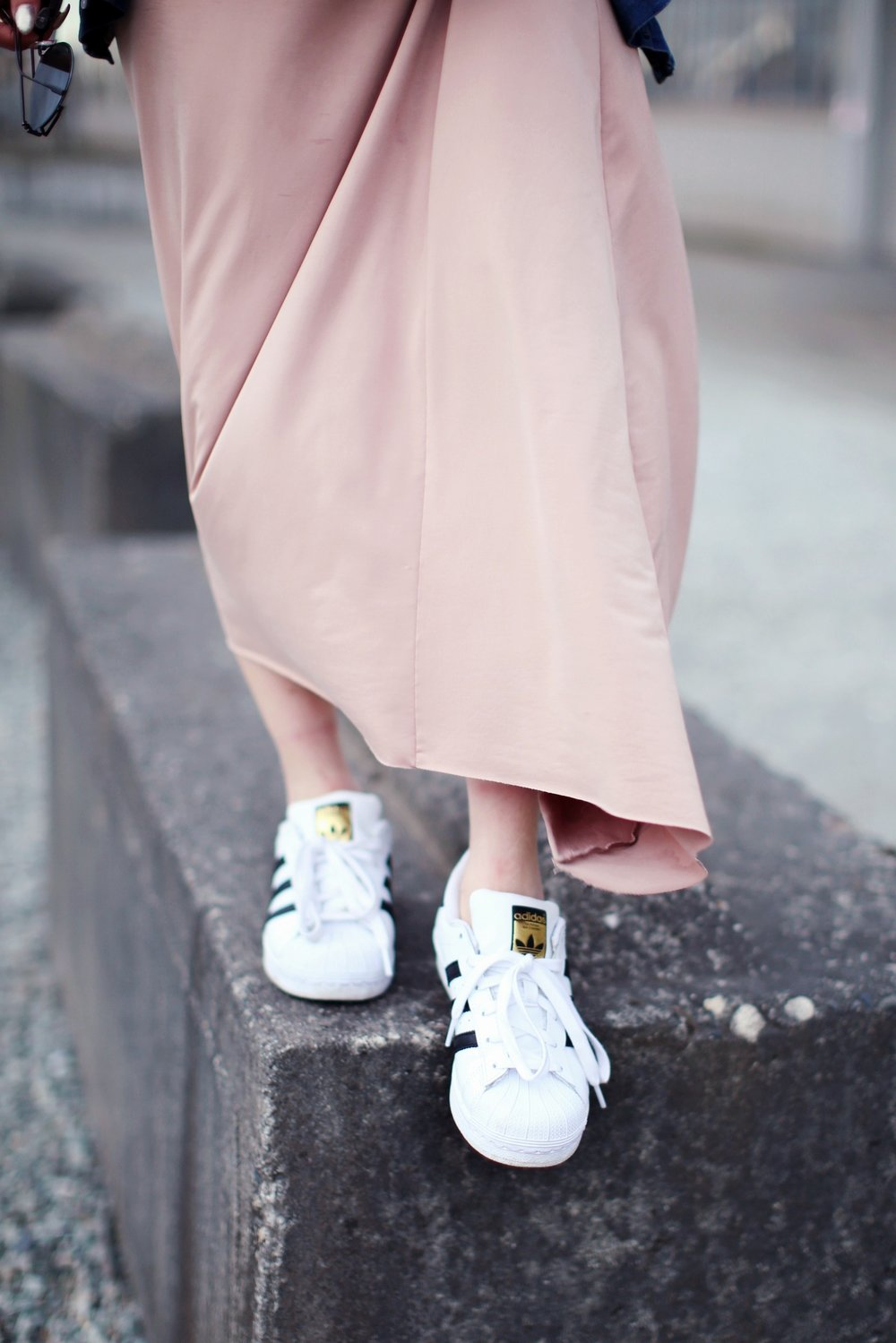 Forever 21 Long sleeve crop top_ZARA blush slip dress_Adidas Super Star sneakers_Vintage Chanel crossbodybag_Daniel Wellington Petite rose gold watch_Guess denim jacket_Aika's Love Closet_Seattle Fashion style blogger_Japanese_pink hair 4