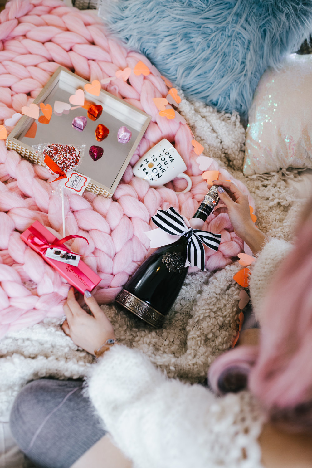 Segura Viudas Heredad Brut Reserva-I love you to the moon & back-heart chocolate-heart mini garland-Aika Yokoyama-AIkas Love Closet-heart ballons-special gift-galantine's day-valentine's day-sparkling wine-small room-chunky blanket-pink hair-fur pillow-chunky throw-japanese-lifestyle and style blogger-inspiration-seattle 10