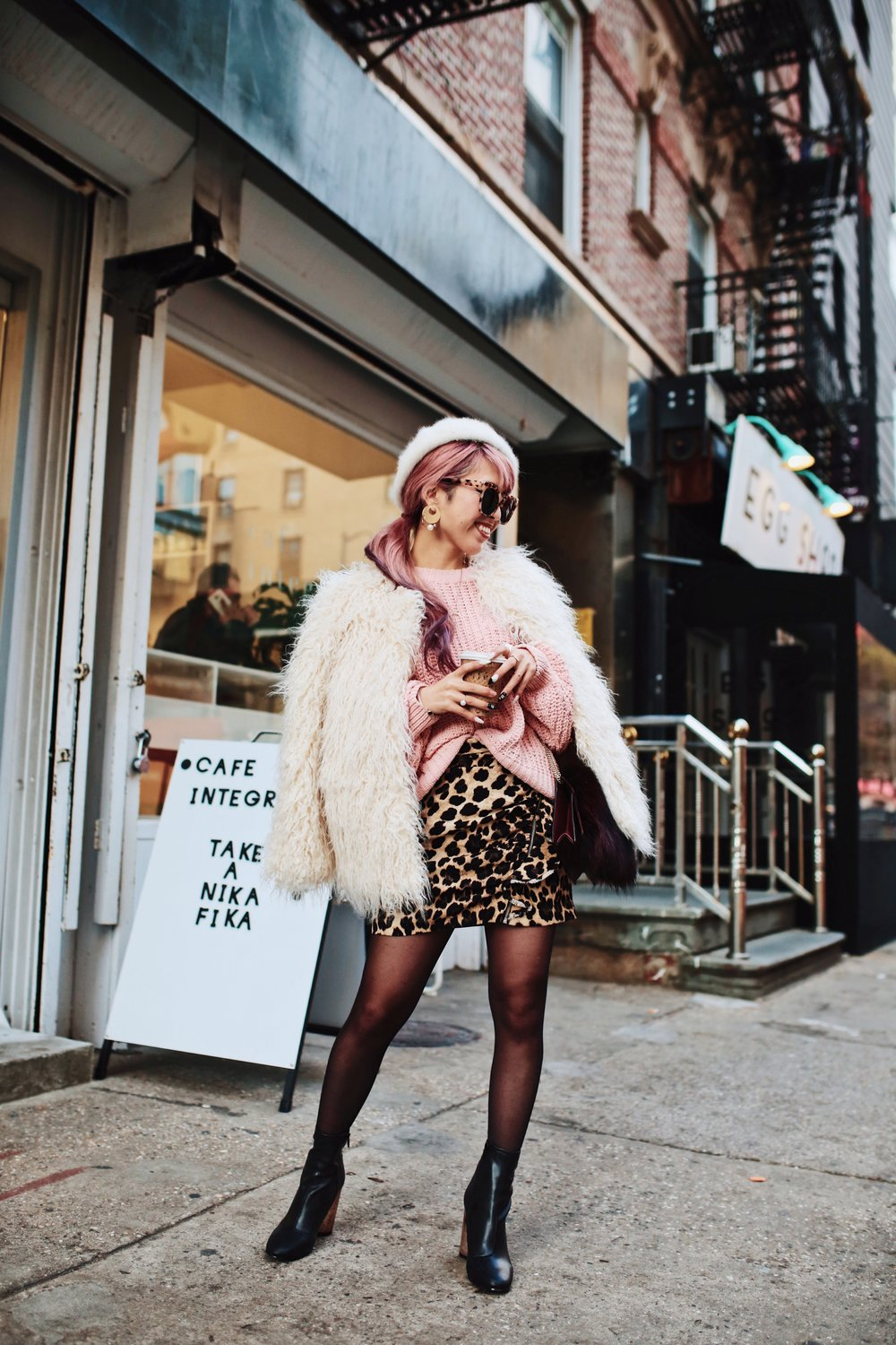 H&M Pink Sweater-Zara leopar prins mini skirt-H&M white shaggy coat-DVF fur bag-anthropologie white beret-Urban Outfitters Sunglasses-ALDO Ankle Boots-Mango Earrings-Aikas Love Closet-New York City-Pink Hair-Style Fashion Blogger-Seattle-Japanese_Petite fashion blogger 7