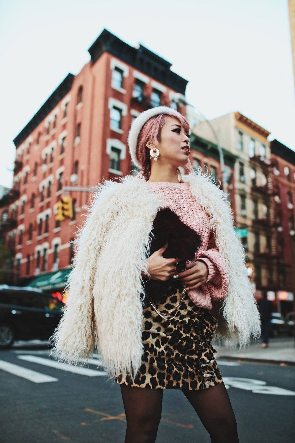 H&M Pink Sweater-Zara leopar prins mini skirt-H&M white shaggy coat-DVF fur bag-anthropologie white beret-Urban Outfitters Sunglasses-ALDO Ankle Boots-Mango Earrings-Aikas Love Closet-New York City-Pink Hair-Style Fashion Blogger-Seattle-Japanese_Petite fashion blogger 9