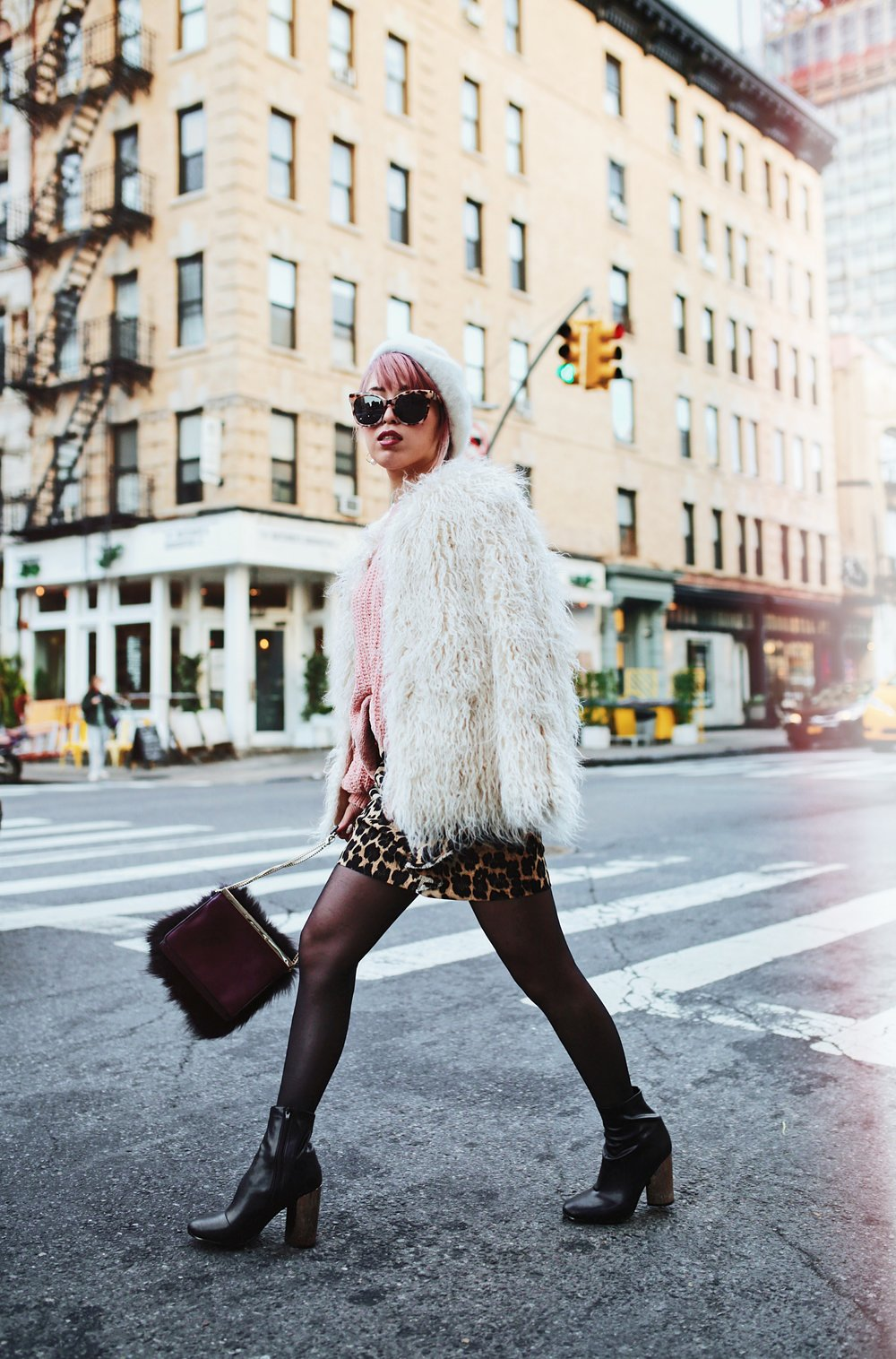 H&M Pink Sweater-Zara leopar prins mini skirt-H&M white shaggy coat-DVF fur bag-anthropologie white beret-Urban Outfitters Sunglasses-ALDO Ankle Boots-Mango Earrings-Aikas Love Closet-New York City-Pink Hair-Style Fashion Blogger-Seattle-Japanese_Petite fashion blogger 11