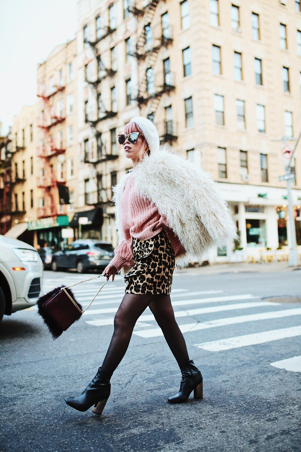 H&M Pink Sweater-Zara leopar prins mini skirt-H&M white shaggy coat-DVF fur bag-anthropologie white beret-Urban Outfitters Sunglasses-ALDO Ankle Boots-Mango Earrings-Aikas Love Closet-New York City-Pink Hair-Style Fashion Blogger-Seattle-Japanese_Petite fashion blogger 4