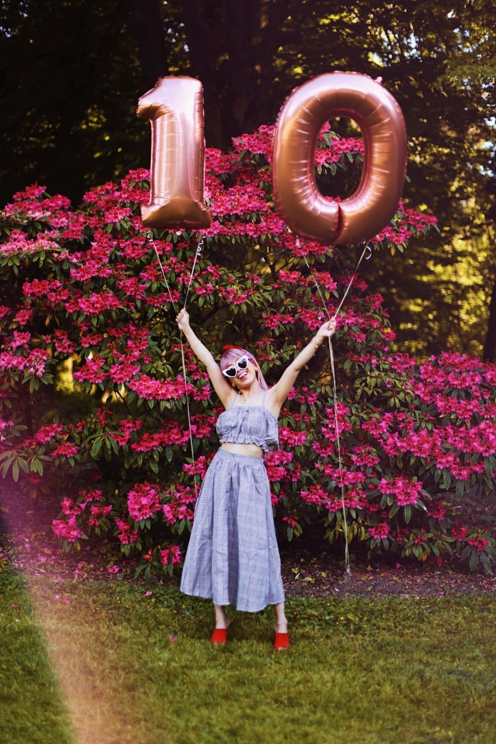 Aika's Love Closet-Seattle Style Life Style Blogger-Japanese-10 Year Anniversary-living in America-what I've learned from Living Abroad-life lessons-pink hair-zero uv heart sunglasses-rose gold balloons-smile 3