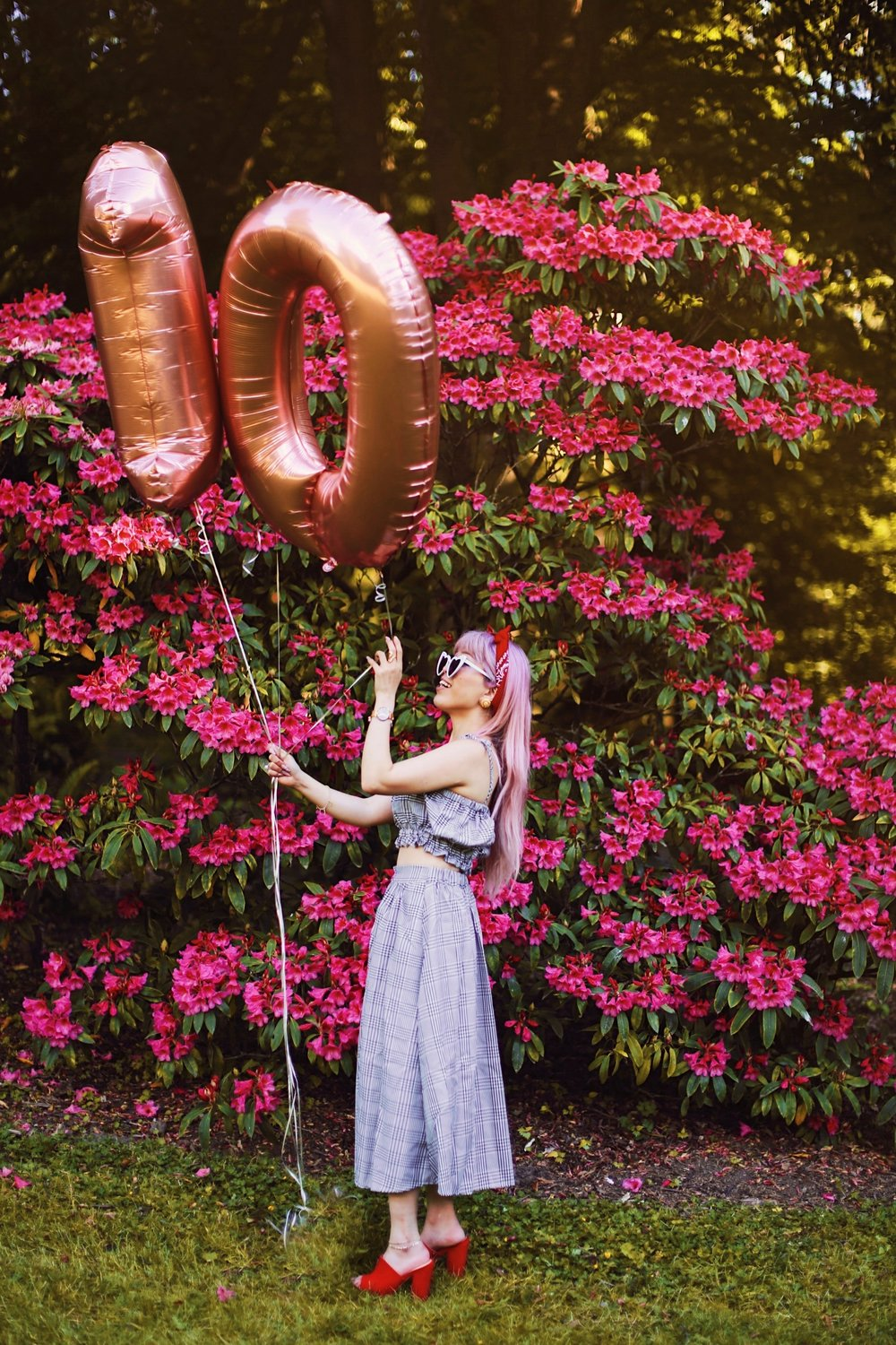 Aika's Love Closet-Seattle Style Life Style Blogger-Japanese-10 Year Anniversary-living in America-what I've learned from Living Abroad-life lessons-pink hair-zero uv heart sunglasses-rose gold balloons-smile 16