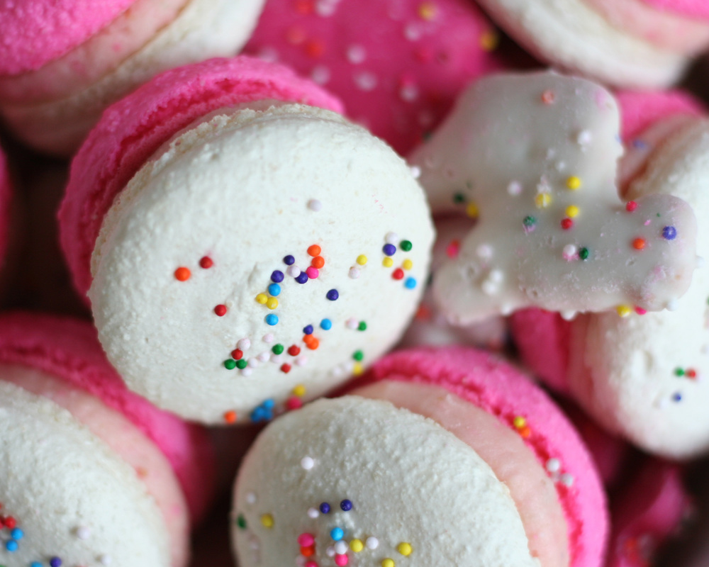 circus animal cookie macarons | sarah makes stuff