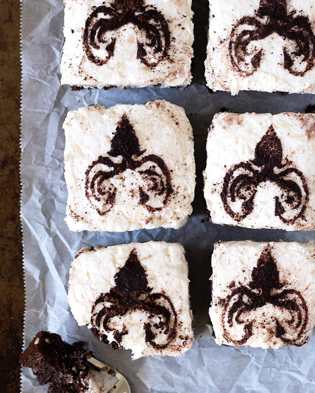 Anyone else excited for Game of Thrones tonight?! Whip up these Almond Greyjoy brownies for the premiere! 🐙Link in bio 💁🏻