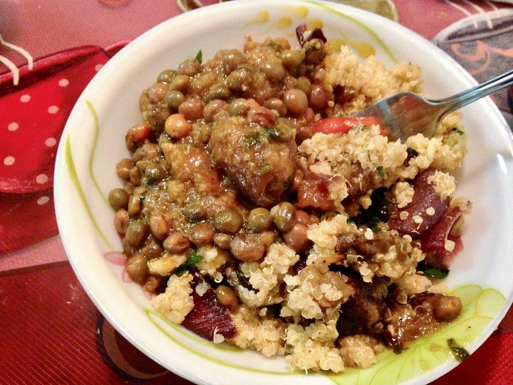 Gandules Guisado con Bollitas de Platano and quinoa