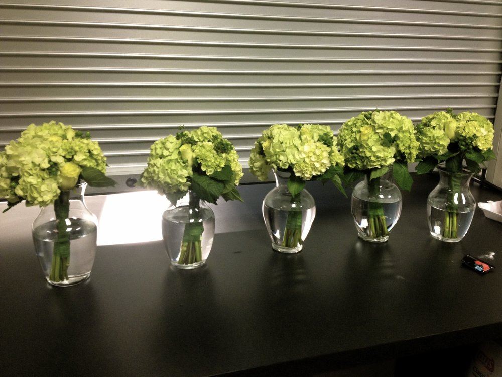 bridesmaids-bouquet-hydrangeas