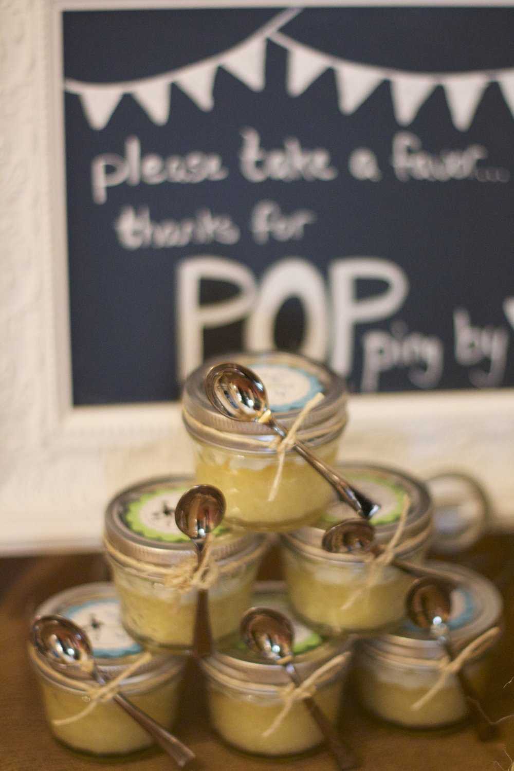 mason-jar-cupcake-favors-display.jpg