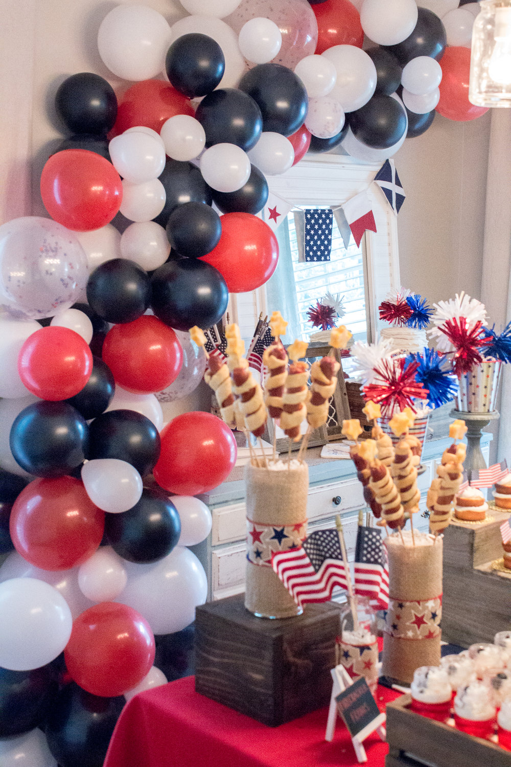 balloon-garland-patriotic