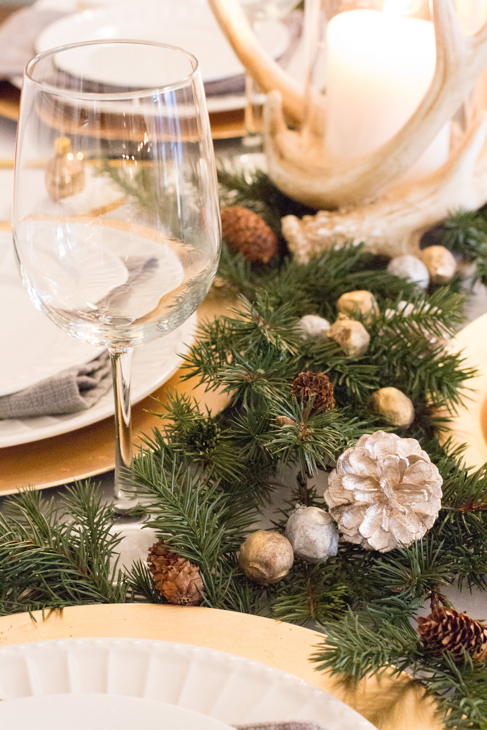 pinecone-greenery-table