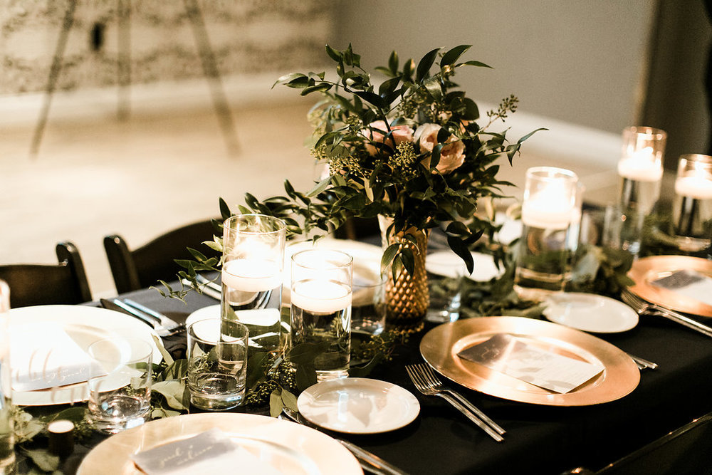 navy-blush-gold-centerpiece