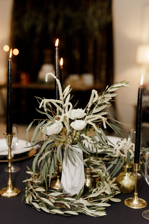 moody-rustic-decor-anemone