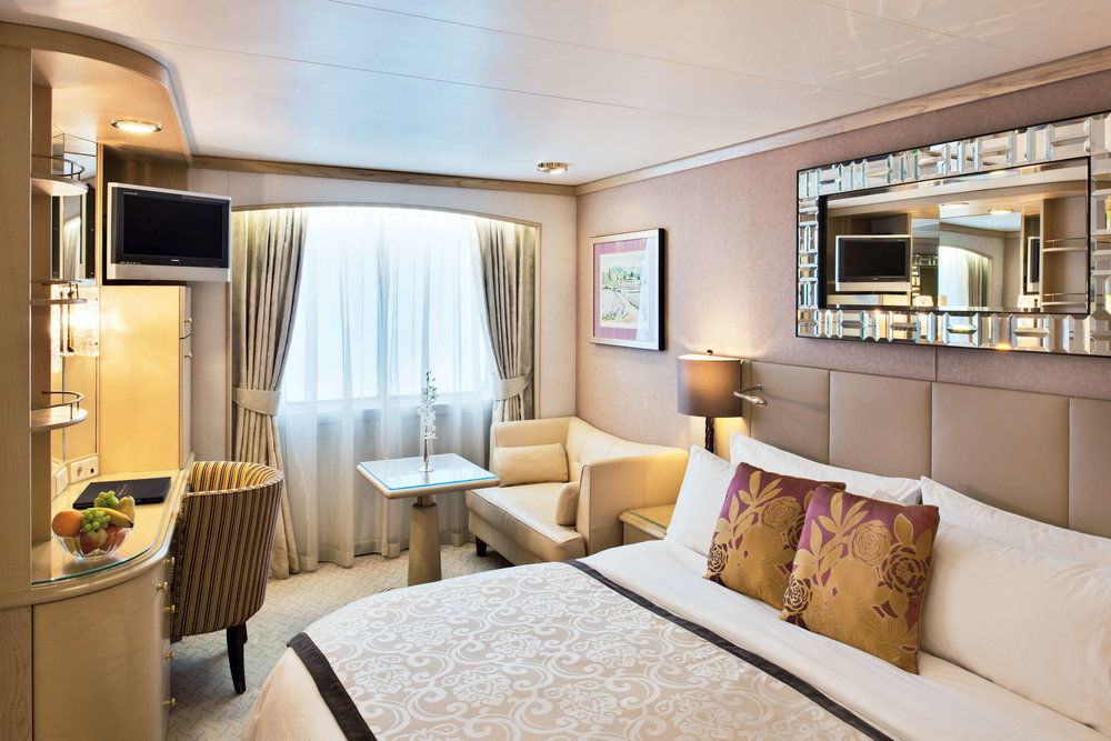 symphony_deluxe_stateroom_categcde_3600x2400 (1).jpg